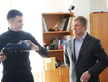 Врио Губернатора Алексей Русских посетил УлГУ, где встретился со студентами и школьниками.