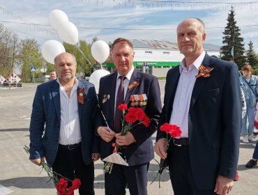 День Победы в Ишеевке. Депутаты возложили цветы к памятнику и вспомнили погибших на войне.