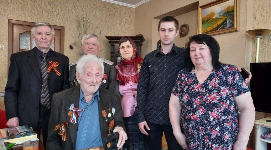 102-летний ветеран войны из Ульяновска в эти дни принимает поздравления с Днем Победы.
